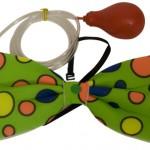 Vlinderdas clown met spuit groen