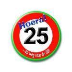 Button verkeersbord 25 hoera